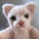羊毛フェルト猫 まぶたをつけたところ
