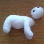 羊毛フェルトの茶白猫(よつんば)を作成1