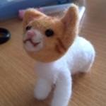 羊毛フェルトの茶白猫(よつんば)を作成2 色んなものを乗せてみたw
