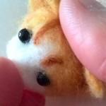羊毛フェルトの茶白猫(よつんば)を作成3