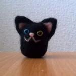 羊毛フェルトで黒猫のマスコットを作りました