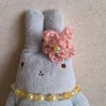 フモフモさんにお花の耳飾りを作ってあげました