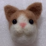 羊毛フェルト カゴ入り猫マスコット(薄茶)を楽天オークションに出品