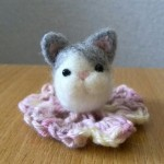 楽天オークションに羊毛フェルト7:3分け猫を出品しました