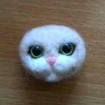 実家の愛猫モモさんのブローチを作りました その1