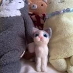 羊毛フェルト おすわり灰白猫マスコットちゃん 旅立ちました