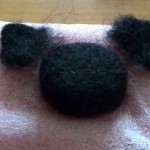 黒猫のブローチを作成中です